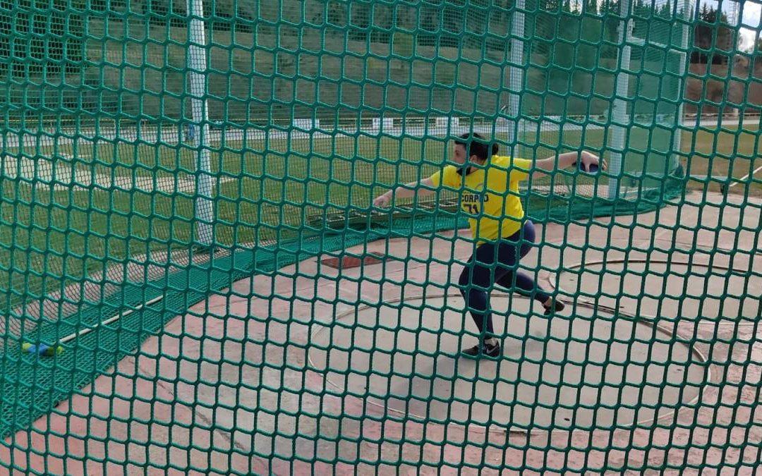 Vanesa Gil lanzando disco. (Foto: Federación Aragonesa de Atletismo)